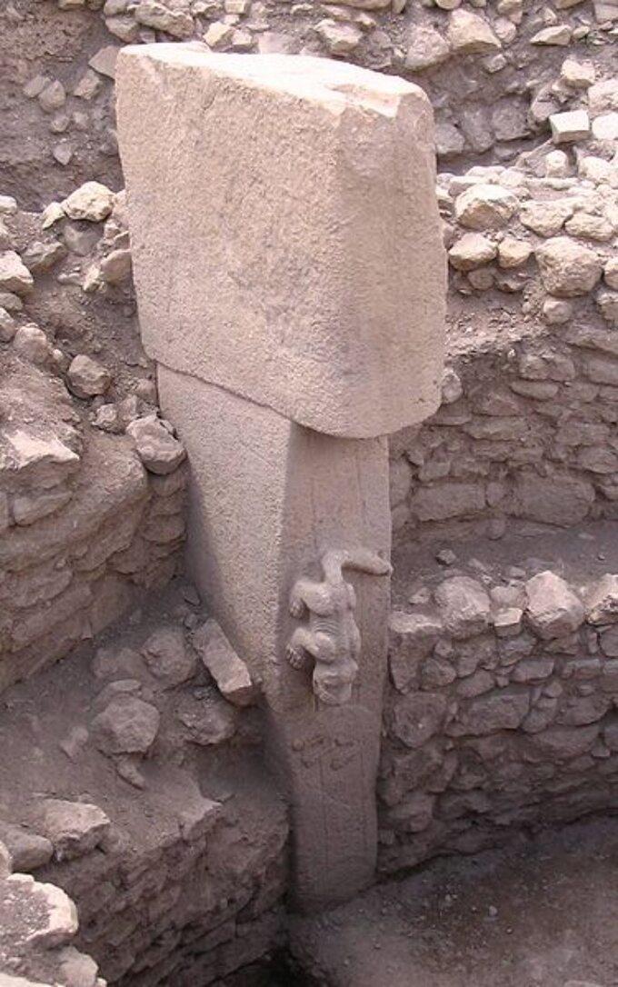 Göbekli Tepe. Rzeźba zwierzęcia nasłupie, około 9 tys. lat p.n.e