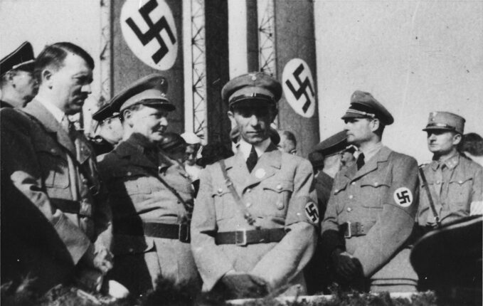 Od lewej: Adolf Hitler, Hermann Göring, Joseph Goebbels iRudolf Hess