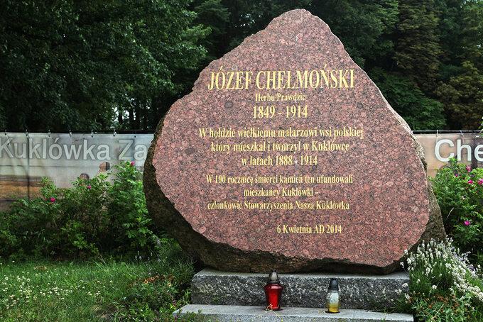 Obelisk wKuklówce upamiętniający J. Chełmońskiego