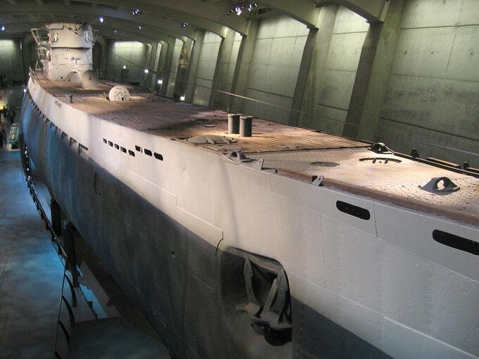 Okręt U-505 wMuzeum Nauki iPrzemysłu wChicago. U-156 był jednostką bliźniaczą