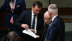 Czy Solidarna Polska i Porozumienie bez PiS przetrwają? Nowy sondaż nie...