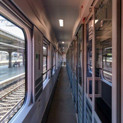 """""""Imponuje mi Greta Thunberg"""". Poseł-elekt KO zamiast samolotu wybrał pociąg"""