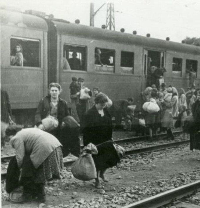 Więźniowie obozu Dulag 121