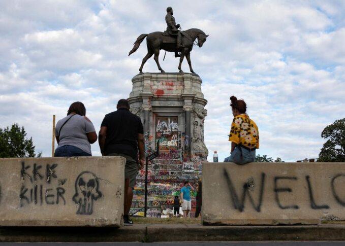 Zniszczony pomnik gen. Lee wRichmond