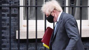 Boris Johnson zrezygnował z udziału w pogrzebie księcia Filipa. Podano...