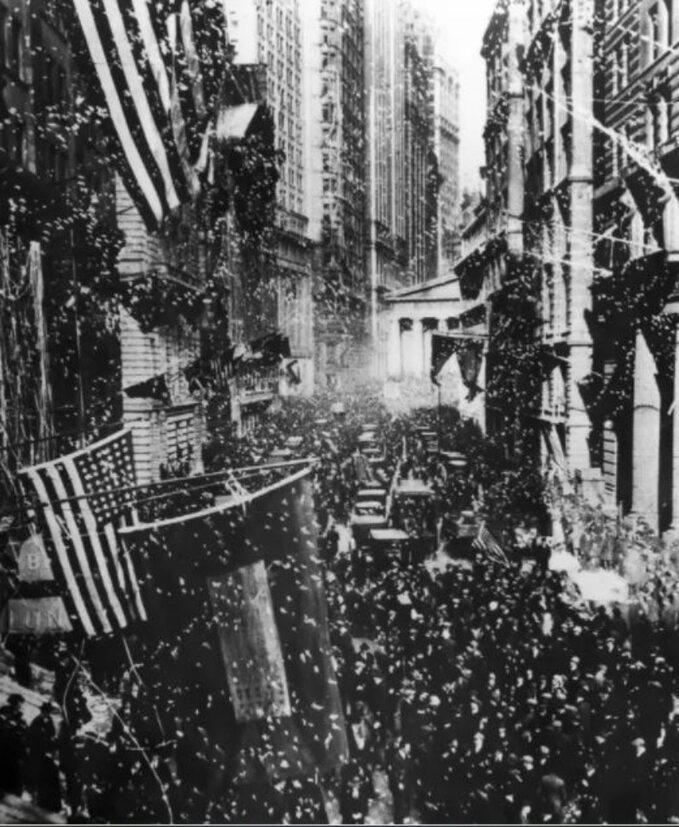"""Nowy Jork. Amerykanie świętują """"fałszywy dzień rozejmu"""" 7 listopada 1918 rok"""