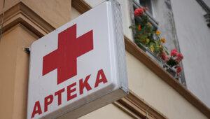 Bratobójcza wojna aptekarzy. W tle szczepienia i donosy