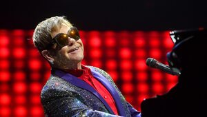 """""""Jestem dozgonnie wdzięczny"""". Elton John przerwał koncert"""