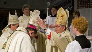 Holenderski kardynał wymiata. Takich obrońców ortodoksji potrzebujemy