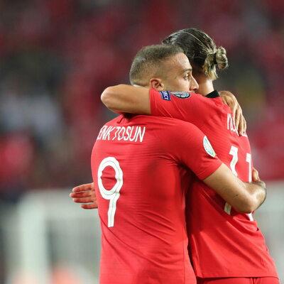 Tureccy piłkarze oddali hołd żołnierzom. Jest reakcja UEFA