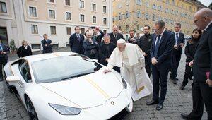 Papież sprzedał swoje Lamborghini by pomóc Irakijczykom