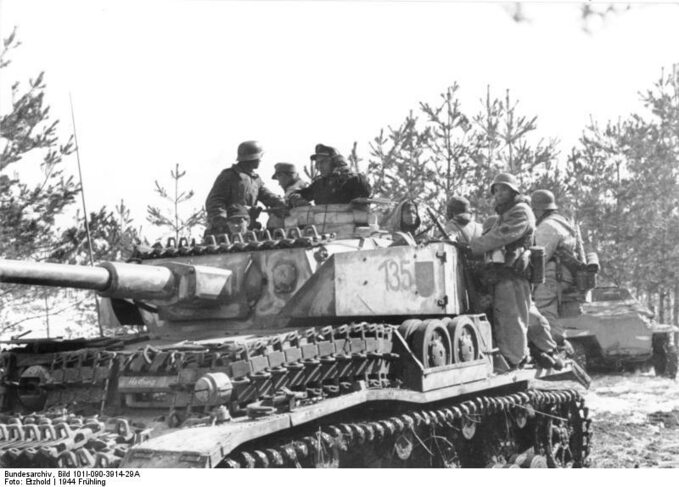 Czołg PzKpfw IV z4 Dywizji Pancernej (Rosja, 1944) Fot. Bundesarchiv, Bild 101I-090-3914-29A / Etzhold / CC-BY-SA 3.0