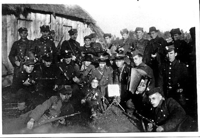 """Żołnierze oddziału """"Groźnego"""" jesienią 1945r."""
