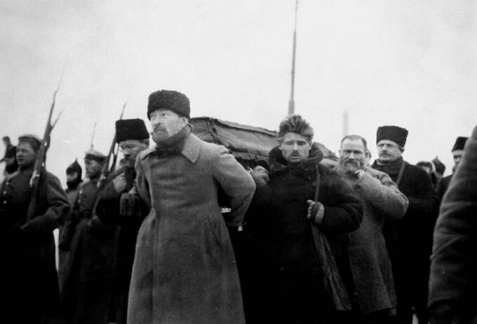 Pogrzeb Lenina (z przodu Feliks Dzierżyński), 27 stycznia 1924r.