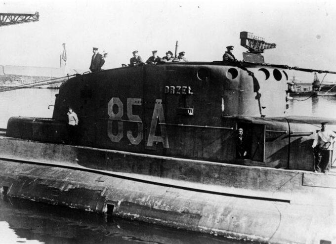 """Po włączeniu wskład brytyjskiej Flotylli, ORP """"Orzeł"""" otrzymał numer burtowy """"85A""""."""