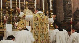 Płaczliwe błaganie nostalgików. Spór o katolicką Tradycję