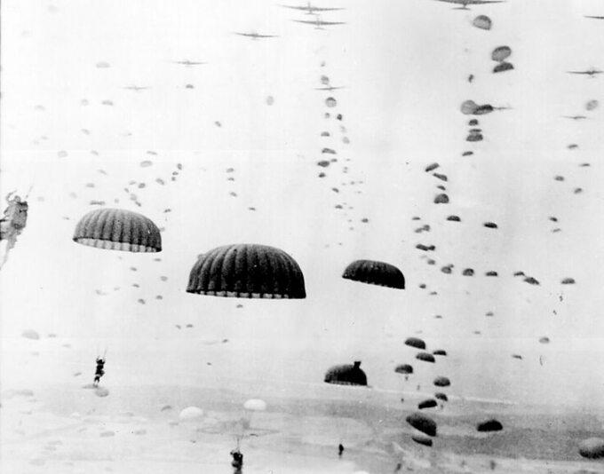 """Lądowanie spadochroniarzy wokolicach Arnhem. Operacja """"Market Garden"""""""