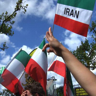 O Iranie i Bliskim Wschodzie. Dzisiaj rozpoczyna się szczyt w Warszawie
