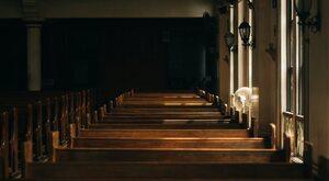 Psychoza COVID-19 i Kościół. Walka o normalność