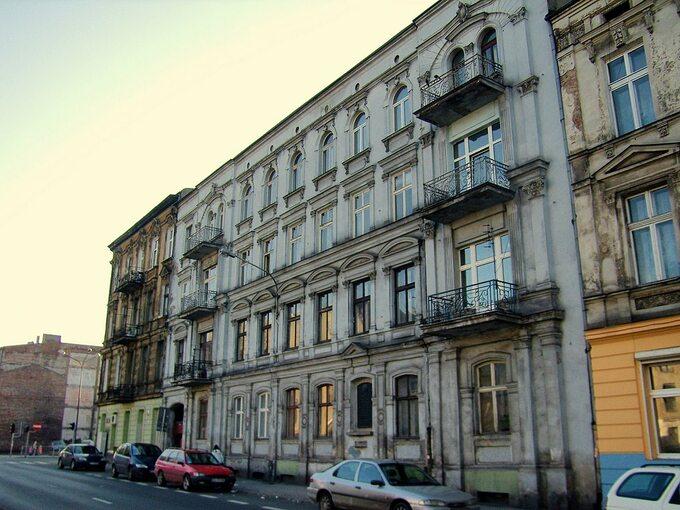 """Kamienica przy ul. Wschodniej 19 wŁodzi, gdzie mieściła się drukarnia """"Robotnika""""."""