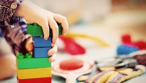 """Zabawki """"neutralne płciowo"""". Kuriozalny pomysł francuskiego rządu"""