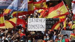 Tysiące Hiszpanów na manifestacji w obronie demokracji i przeciwko...