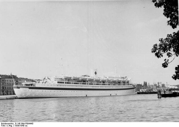 Wilhelm Gustloff wporcie wSzczecinie jako okręt szpitalny.