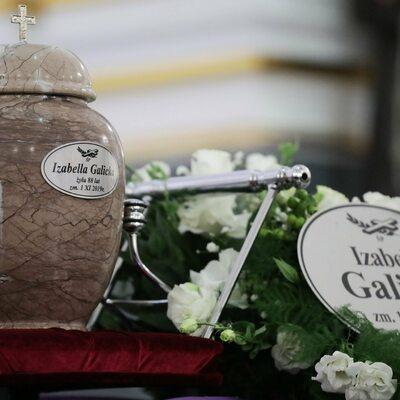 """Pogrzeb Izabelli Galickiej na warszawskich Powązkach. """"Dziękujemy Ci za..."""