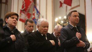 Kaczyński i Duda na kolana
