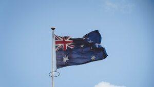 Szokujące nagrania z Australii. Policjanci atakują ludzi, jeden dusił...