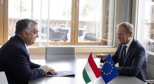 Tusk uderza w Orbána