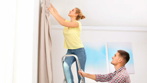 Karnisz sufitowy - jako element nowoczesnej aranżacji okiennej