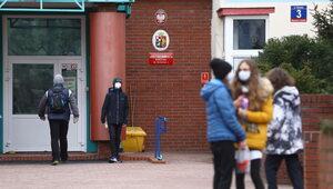 Kolejne przypadki koronawirusa w szkołach. Zajęcia zawieszone
