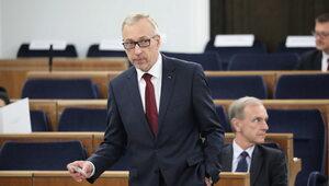 Dlaczego PiS wyprzedza opozycję? Osobliwa teoria senatora PO