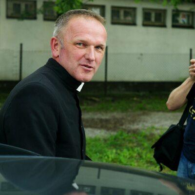 """Ks. Lemański atakuje jezuitę. """"Od bp. Pieronka i red. Michnika odwal się..."""