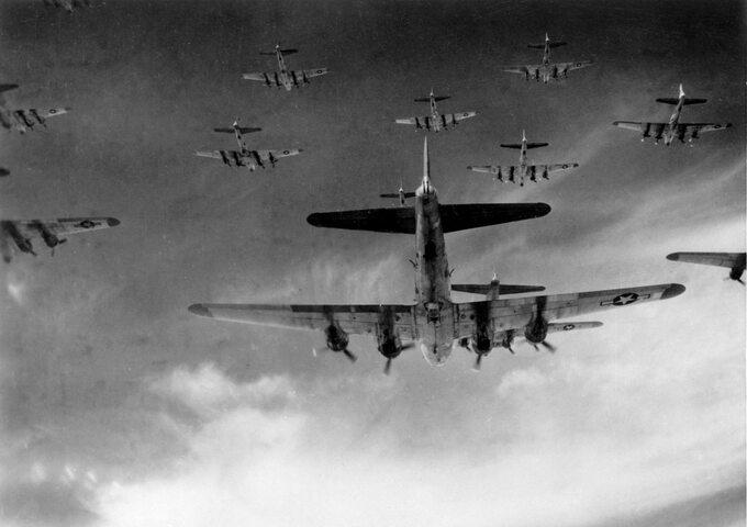 """Bombowce B-17 -""""Latające Fortece"""""""