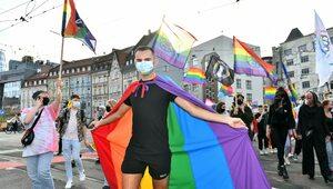 """Francja: """"Strefa bez białych"""" na marszu LGBT podzieliła środowisko"""