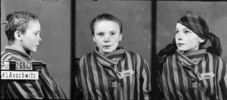 14-letnia Czesława Kwoka, ofiara wysiedleń z Zamojszczyzny, zamordowana w Auschwitz. Fotografia wykonana w Auschwitz pod koniec 1942 lub na początku 1943 r.