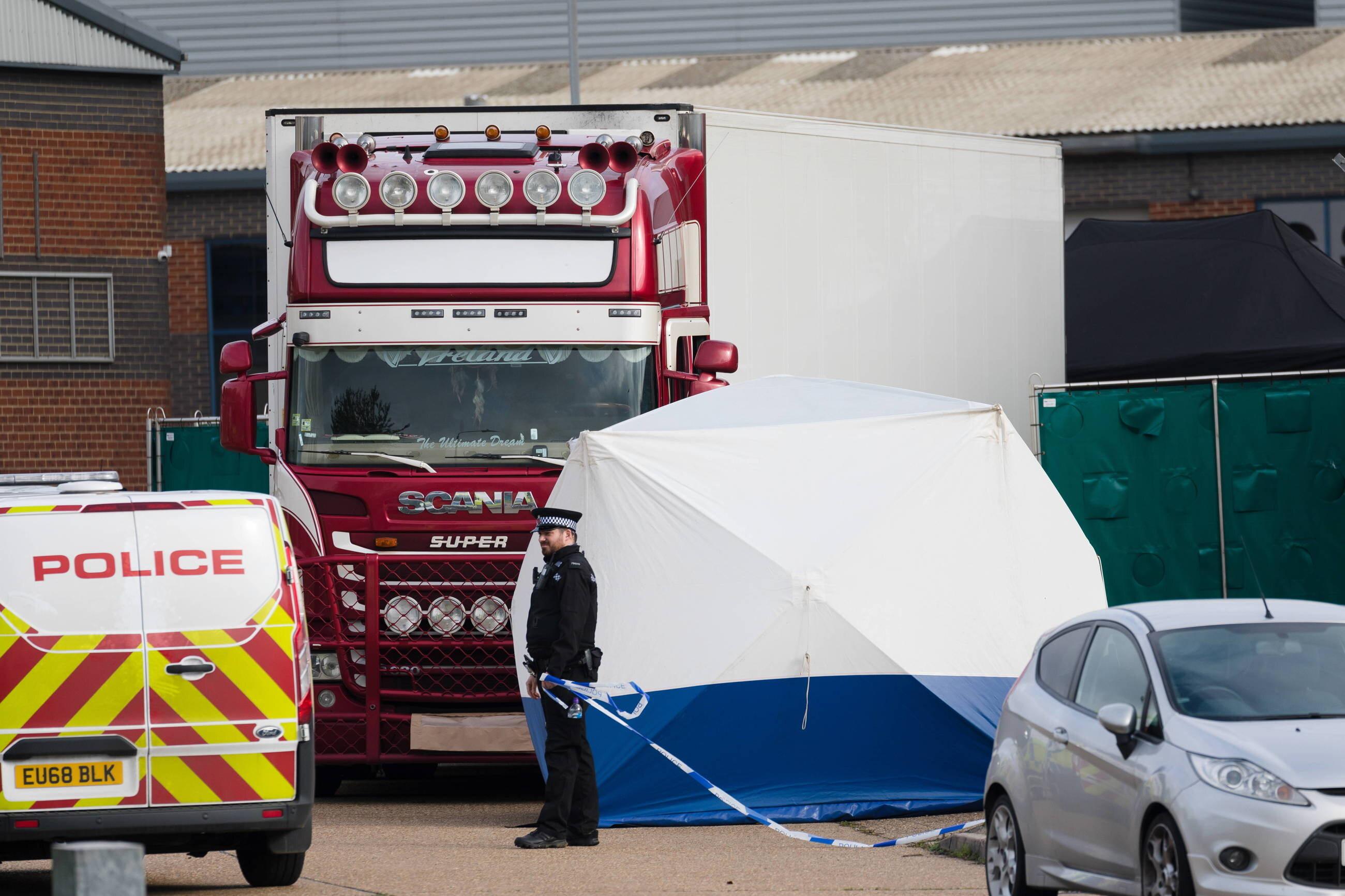 39 osób, których ciała znaleziono w naczepie ciężarówki w południowo-wschodniej Anglii, było obywatelami Chin.