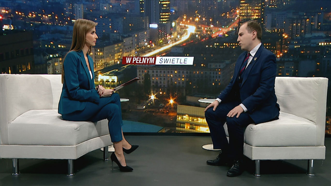 """Adam Andruszkiewicz w programie Ewy Bugały """"W pełnym świetle"""" na antenie TVP Info"""