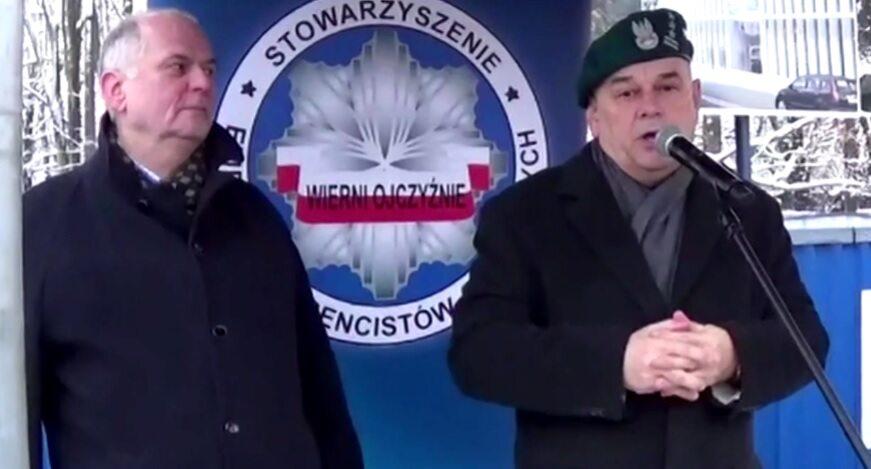 Adam Mazguła podczas protestu przed Sejmem