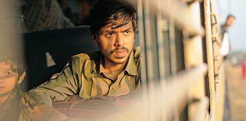 Adarsh Gourav musiał wiarygodnie pokazać Balrama w kilku wersjach. I zrobił to perfekcyjnie