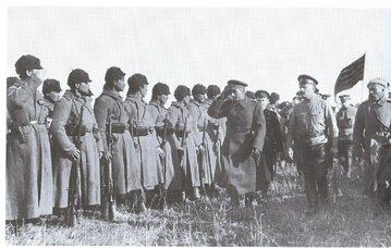 Admirał Kołczak dokonuje inspekcji swoich oddziałów
