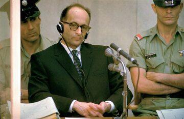 Adolf Eichmann podczas procesu w Izraelu