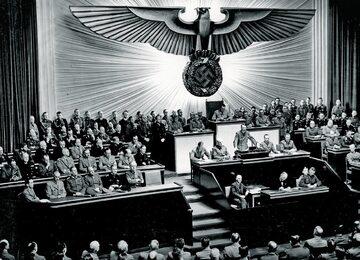 Adolf Hitler przemawia w Reichstagu, 1941 r.