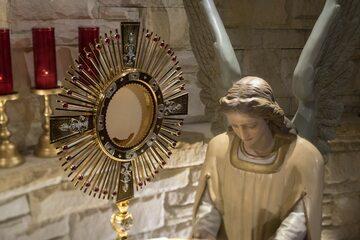 Adoracja Najświętszego Sakramentu – zdjęcie ilustracyjne