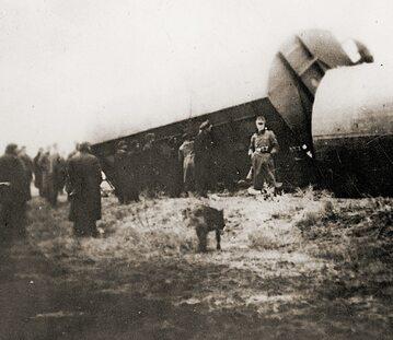 """AK podczas akcji """"Wieniec"""" wysadziła tory w Warszawie i sparaliżowała ruch pociągów"""