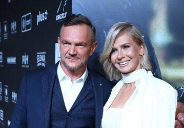 Aktor Cezary Pazura (L) z żoną Edytą Pazurą.