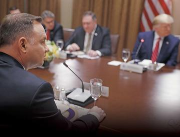 Amerykańscy politycy próbowali między sobą rozegrać sprawę ustawy 447 m.in. tuż przed wizytą prezydenta Andrzeja Dudy w USA w lipcu ubiegłego roku