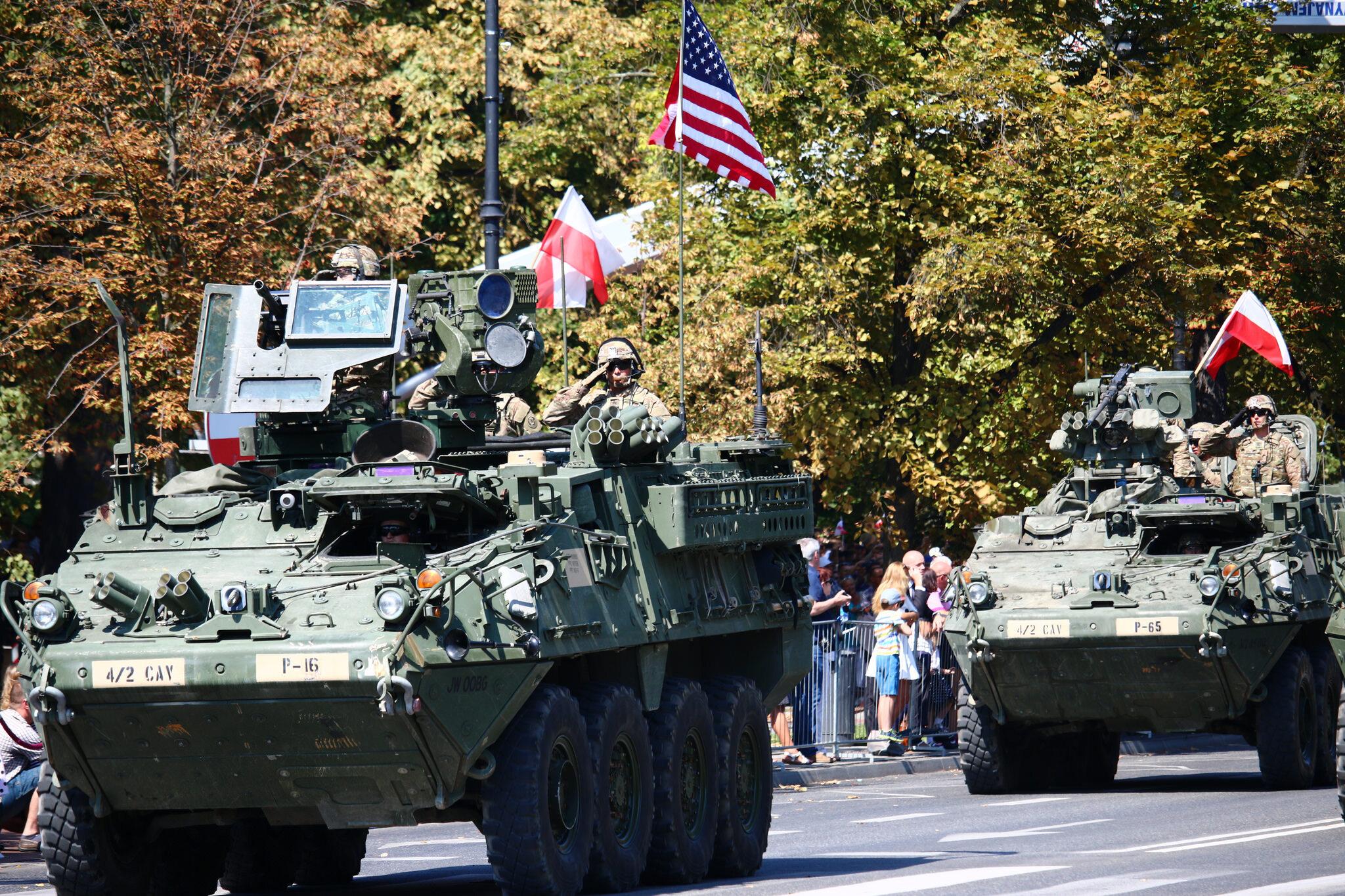 Amerykańscy żołnierze podczas defilady wojskowej w Warszawie